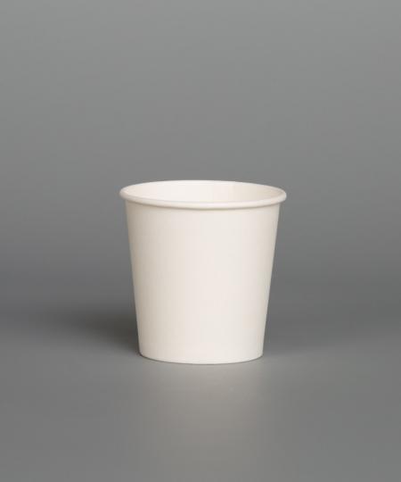 Baltas vienkartinis puodelis